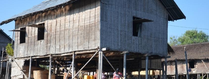 Altes Holzhaus auf stelzen