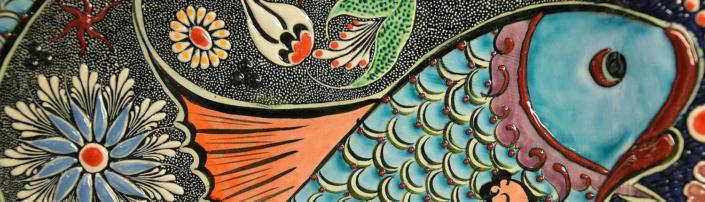 Bild eines künstlerisch gestallteten Fisches aus Mosaikkeramik